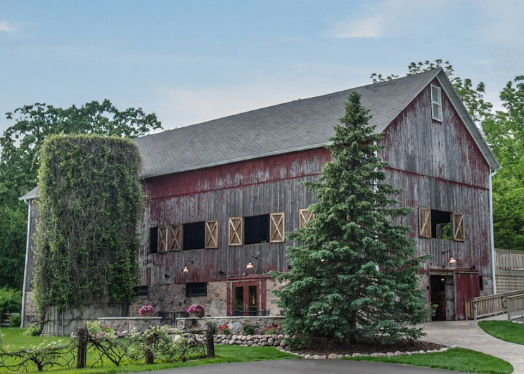 A Sampling of Milwaukee's Rustic Wedding Venues